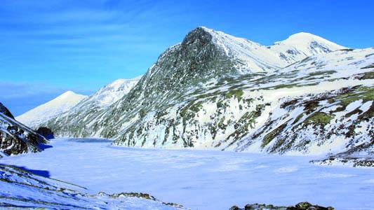 Il lago ghiacciato di Rondevatnet durante l'ascensione del secondo giorno (ph. M. Tomaselli)