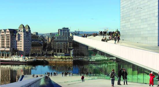 Oslo, Opera Hause degli architetti Snøhetta che, assieme all'Astrup Fearnley Museum di Renzo Piano, costituisce l'architettura contemporanea più significativa della città (ph. M. Tomaselli)