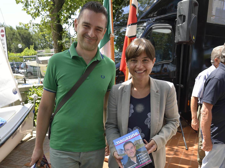 Il caporedattore di iMagazine, Andrea Doncovio, con la Governatrice del Friuli Venezia Giulia, Debora Serracchiani (ph. Claudio Pizzin)