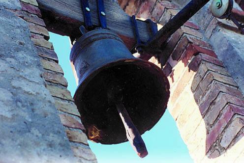 La campana della chiesa di Santa Domenica di Selz, fusa nel 1573 (ph. Archivio Circolo Brandl-Turriaco)