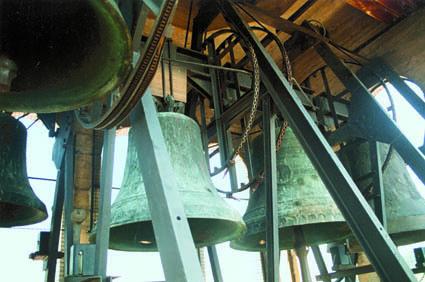 Le cinque campane del duomo di Monfalcone montate con il sistema a slancio (ph. A.V. Spanghero)