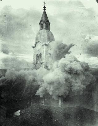 Il campanile di Merna centrato da una granata nel luglio del 1916 (ph. Archivio Circolo Brandl-Turriaco)