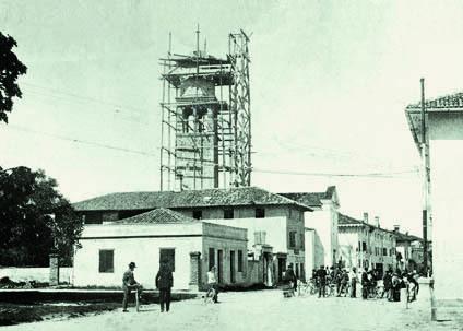 Pieris 1922. Il campanile della chiesa di sant'Andrea durante i lavori di ricostruzione (ph. Fototeca Comune San Canzian d'Isonzo)