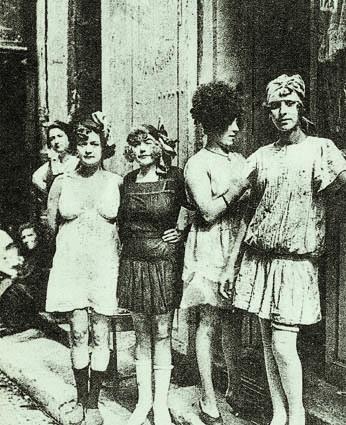 Prostitute per la truppa (Foto Archivio Circolo Brandl - Turriaco)