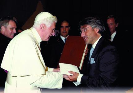 Settembre 2011: il direttore di iMagazine Andrea Zuttion incontra personalmente in Città del Vaticano l'allora pontefice Benedetto XVI, oggi Papa emerito