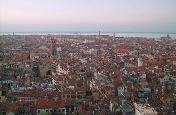 Venezia vista dal campanile di San Marco. La città, all'inizio del Cinquecento, era una metropoli all'avanguardia e dovette impressionare molto Fortunio (ph. V. Veronesi)