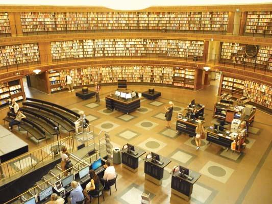 L'interno della biblioteca cittadina di Stoccolma presso Oden Plan