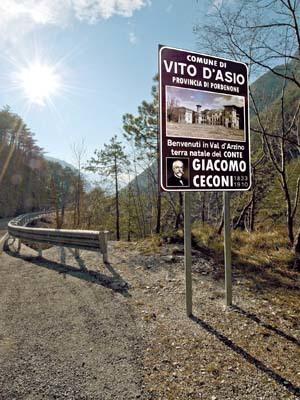Il cartello di benvenuto all'ingresso della Val d'Arzino (ph. Igino Durisotti)