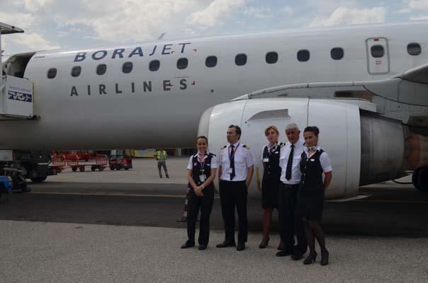 L'equipaggio della compagnia turca BoraJet (ph. Aeroporto FVG)