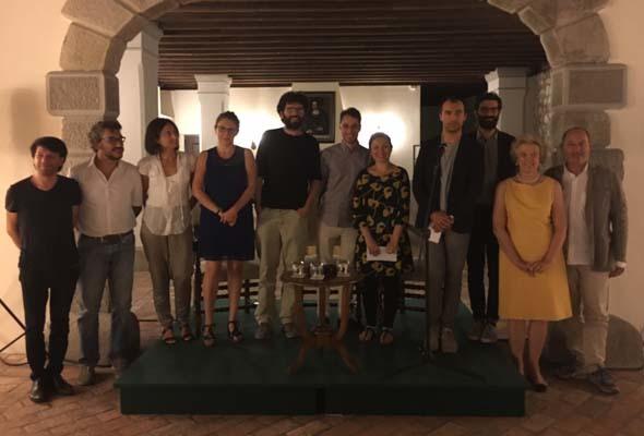 Foto di gruppo per finalisti e giurati (ph. Ufficio stampa Volpe Sain)