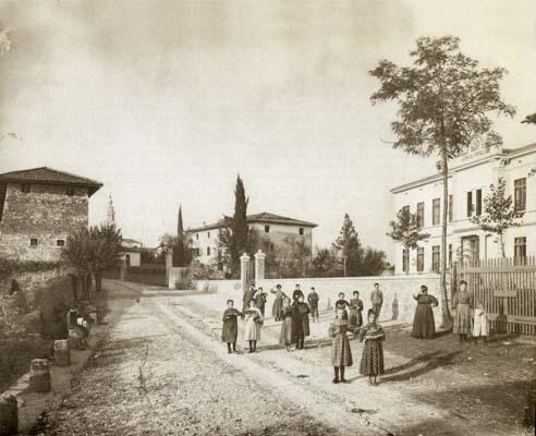 Farra d'Isonzo. Prima della Grande Guerra. Davanti alla scuola popolare