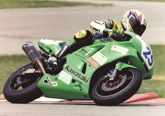 Brugnera impegnato nel GP delle 600 Super Sport a Misano Adriatico nel maggio del 1998 (ph. Foto Oliver)