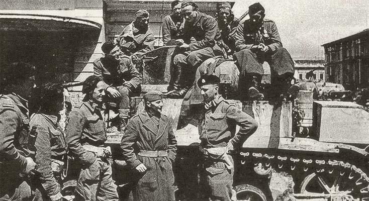 Trieste, 2 maggio 1945, ore 15. Truppe jugoslave e alleate s'incontrano nel centro della città giuliana