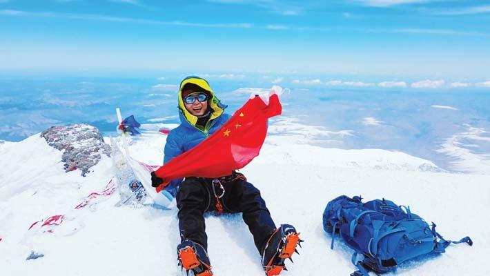 Xiaojing in vetta all'Elbrus