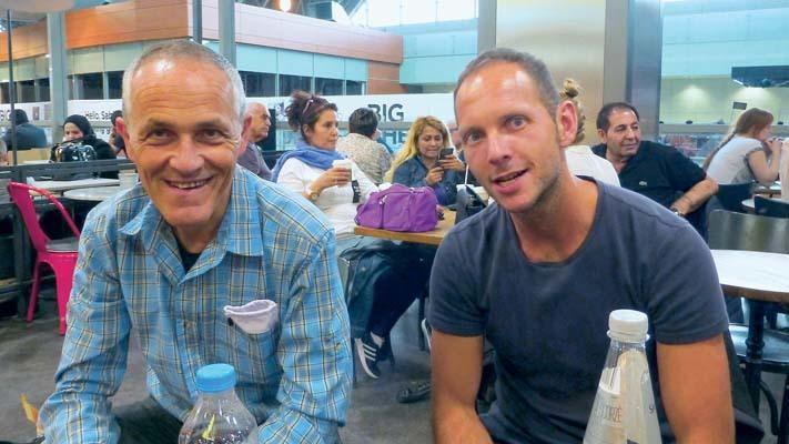 Roberto e Toni in aeroporto (ph. M. Tomaselli)