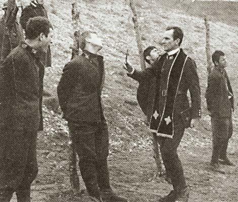 Località imprecisata 1916. Soldati italiani pochi istanti prima della fucilazione (ph. A. Spanghero)