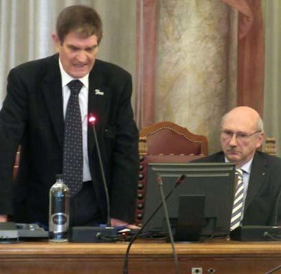 Giuliano Gemo, in piedi, e il project manager dell'Unesco Marathon, Giuseppe Donno