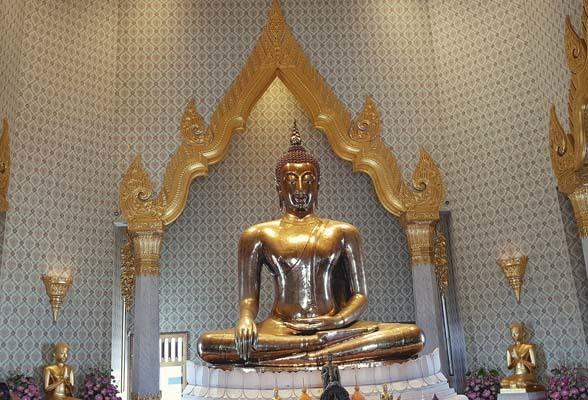 La statua del Buddha d'oro (ph. Bruno Soppelsa)