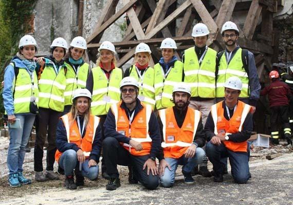 Stefano Grimaz, secondo da sinistra in prima fila, con il team dello Sprint durante le esercitazioni della Serm Academy