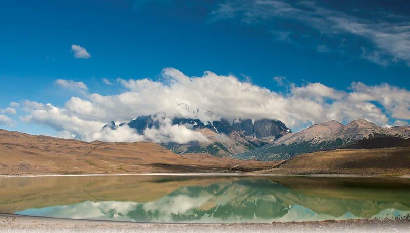 Il massiccio di Torres del Paine riflesso nel lago (ph. C. Pizzin)