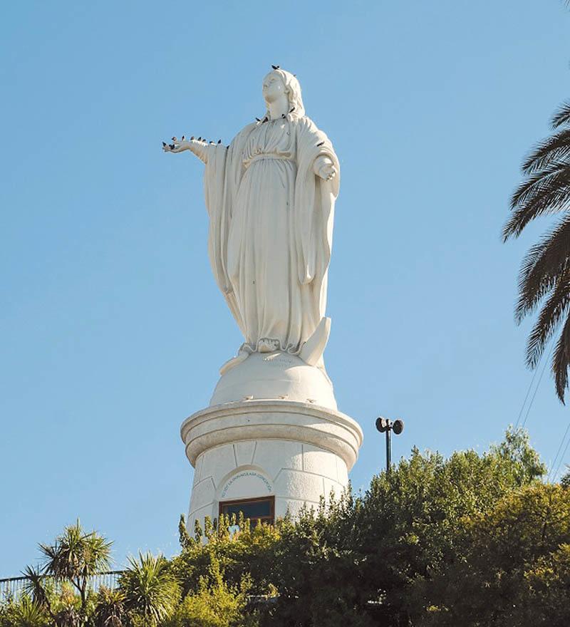 La statua dell'Immacolata Concezione a Santiago (ph. C. Pizzin)