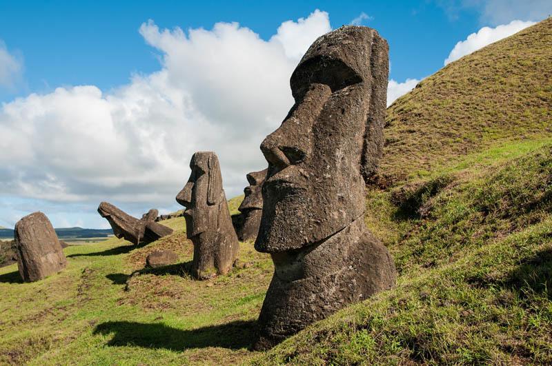 I moai di Rano Raraku (ph. C. Pizzin)