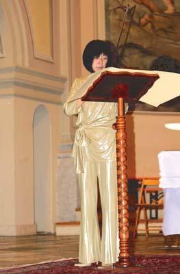 Mariko Masuda durante un concerto nella chiesa di San Michele Arcangelo a Cervignano del Friuli
