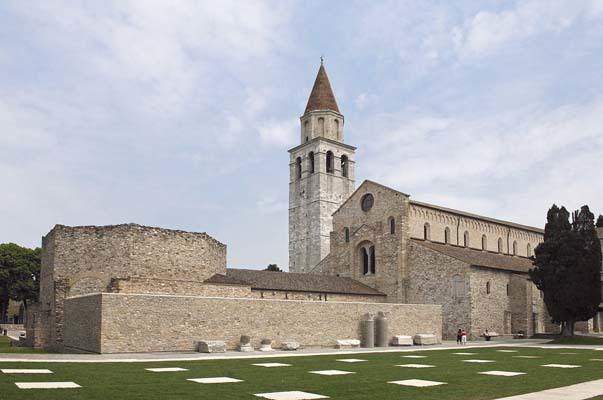 L'Aula Sud del Battistero antistante la Basilica di Aquileia