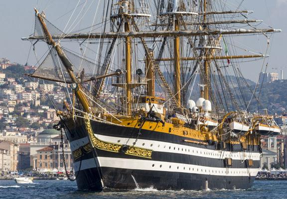 La Nave Vespucci sulle acque del Golfo di Trieste (ph. Archivio Barcolana)