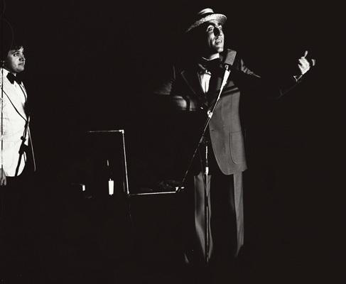 "Nevio Scaramuzza in ""Folk Cabaret"" (ph. Enzo Andrian)"