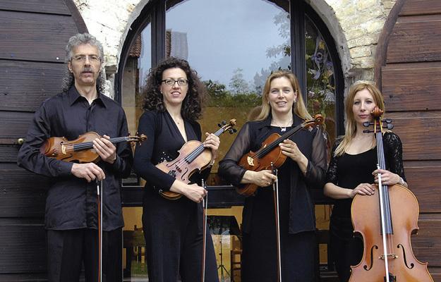 Annalisa Clemente con il Quartetto Stradivarius (ph. Damiano Grattoni)