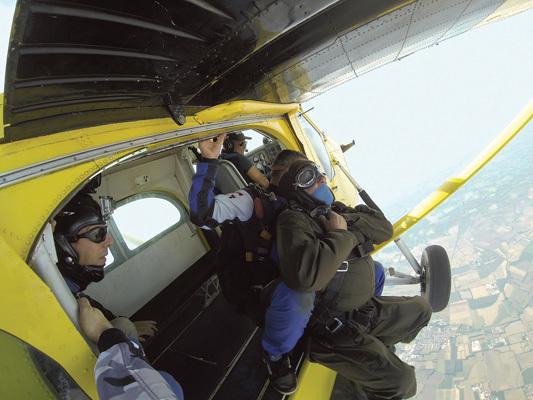 Prima di lanciarsi col paracadute