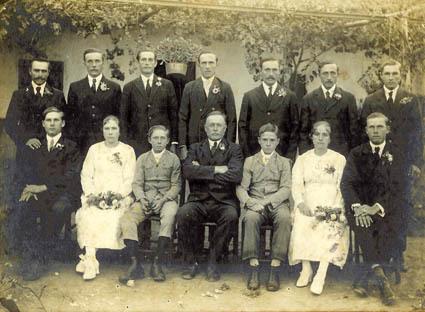 Foto ricordo di una cerimonia festeggiata da una famiglia friulana di Avellaneda (ph. Leonardo Benitez)