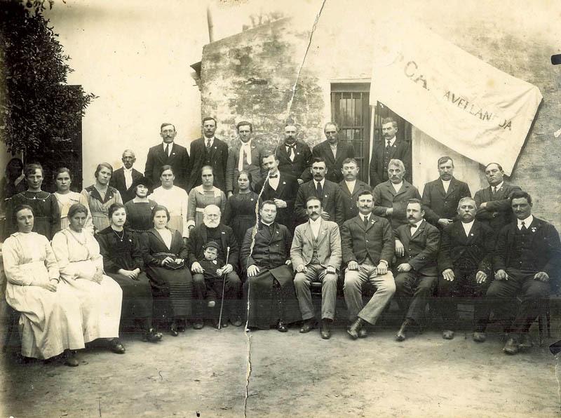 Foto di gruppo nell'Avellaneda degli anni '30 (ph. Leonardo Benitez)