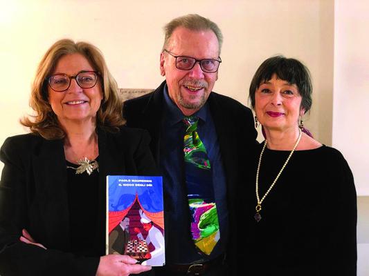 Elda Felluga assieme a Paolo Maurensig e Margherita Reguitti dopo uno degli incontri letterari in Abbazia di Rosazzo (© Luigi Vitale)