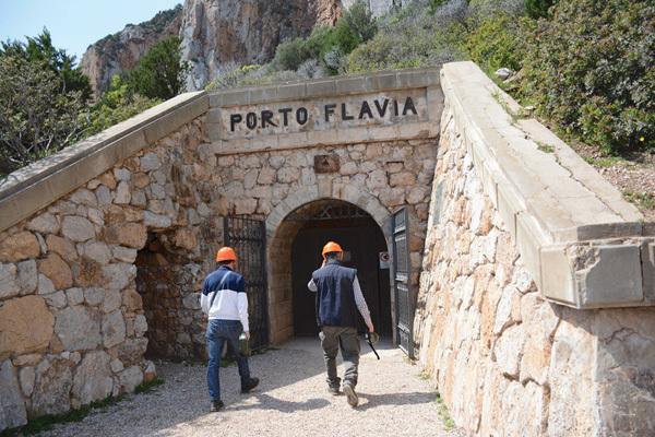 Ingresso alla miniera di Porto Flavia (ph. Michele Tomaselli)