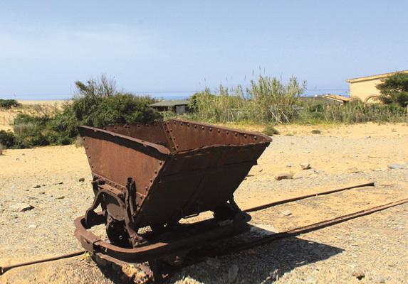 Piscinas, il carrello sui binari della ex miniera (ph. Michele Tomaselli)