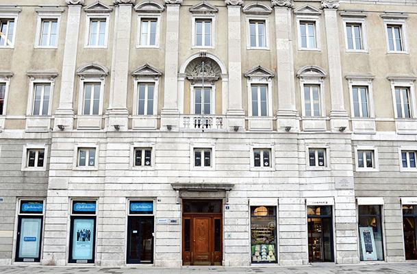 Palazzo Pitteri in Piazza Unità, prima sede della Società di Minerva, fondata nel 1810 da Domenico Rossetti