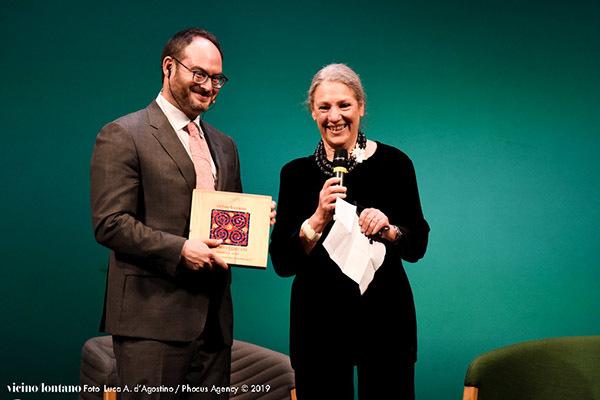 La consegna del premio nella passata edizione (ph. Luca d'Agostino)
