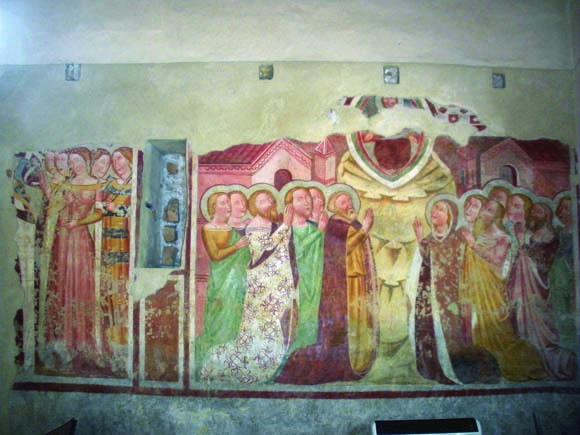 Versuta, interno della chiesa di Sant'Antonio: questi affreschi furono scoperti da Pasolini in persona