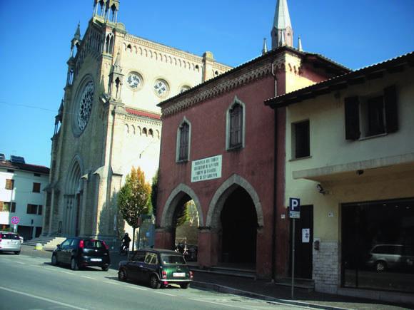 San Giovanni di Casarsa: sotto questa loggia, Pasolini e i suoi compagni appendevano i tazebao di propaganda politica