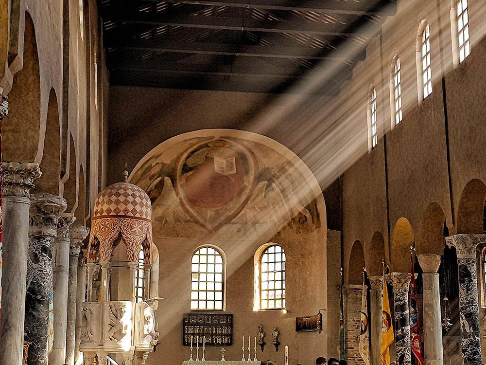 L'interno della basilica di Grado