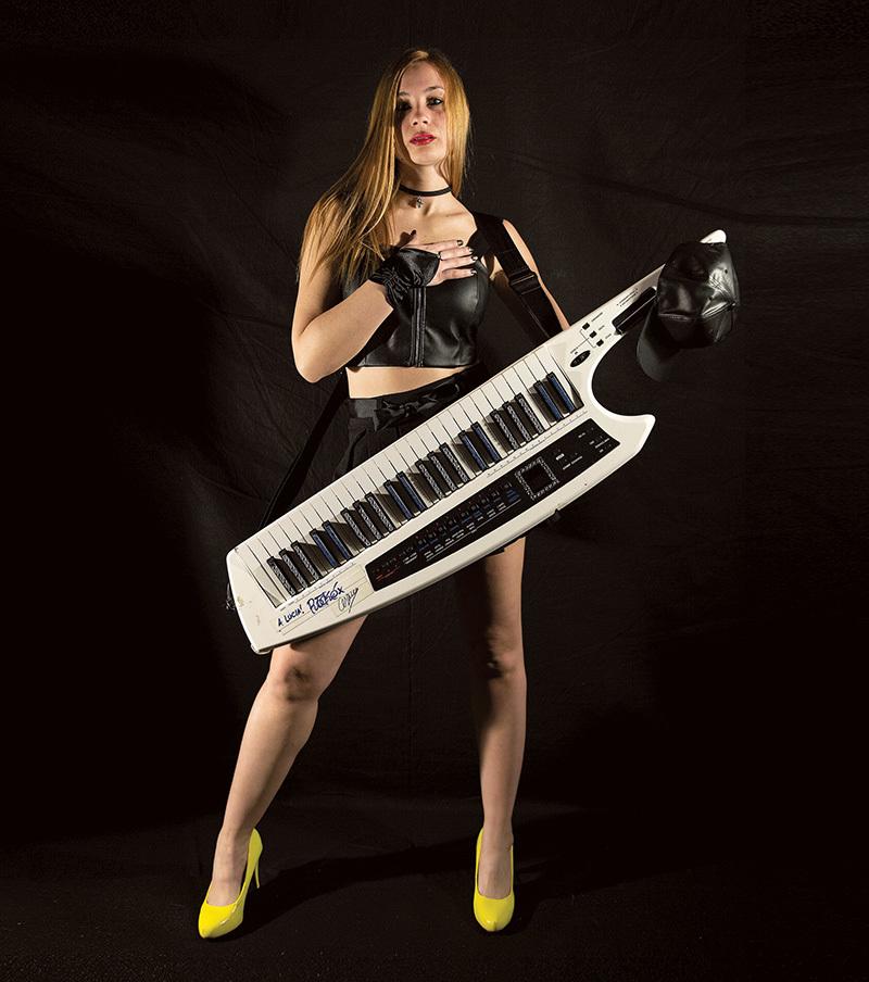 Lucia Castellano con la sua inseparabile keytar (ph. Mauro Meneghel)