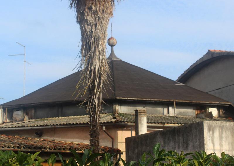 L'inconfondibile tetto a pagoda del Teatro Maran