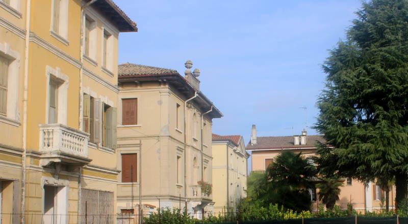 In successione: l'ex Albergo Costantini, villa Maran e l'ex Albergo Libia