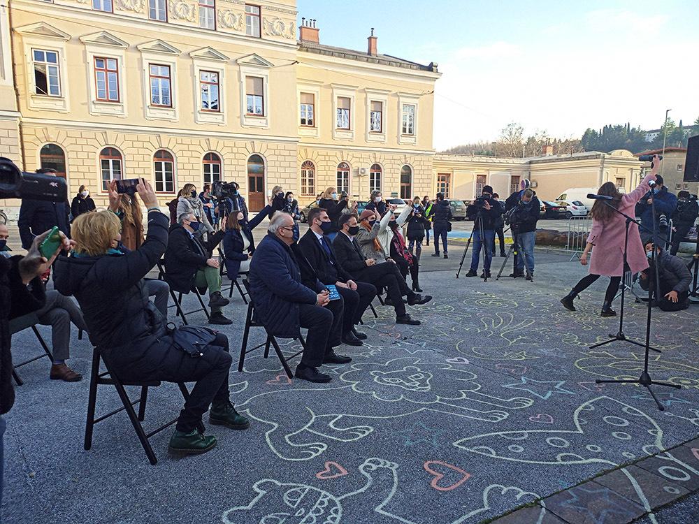 L'attesa del verdetto in piazza