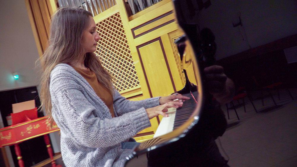 Eleonora al piano