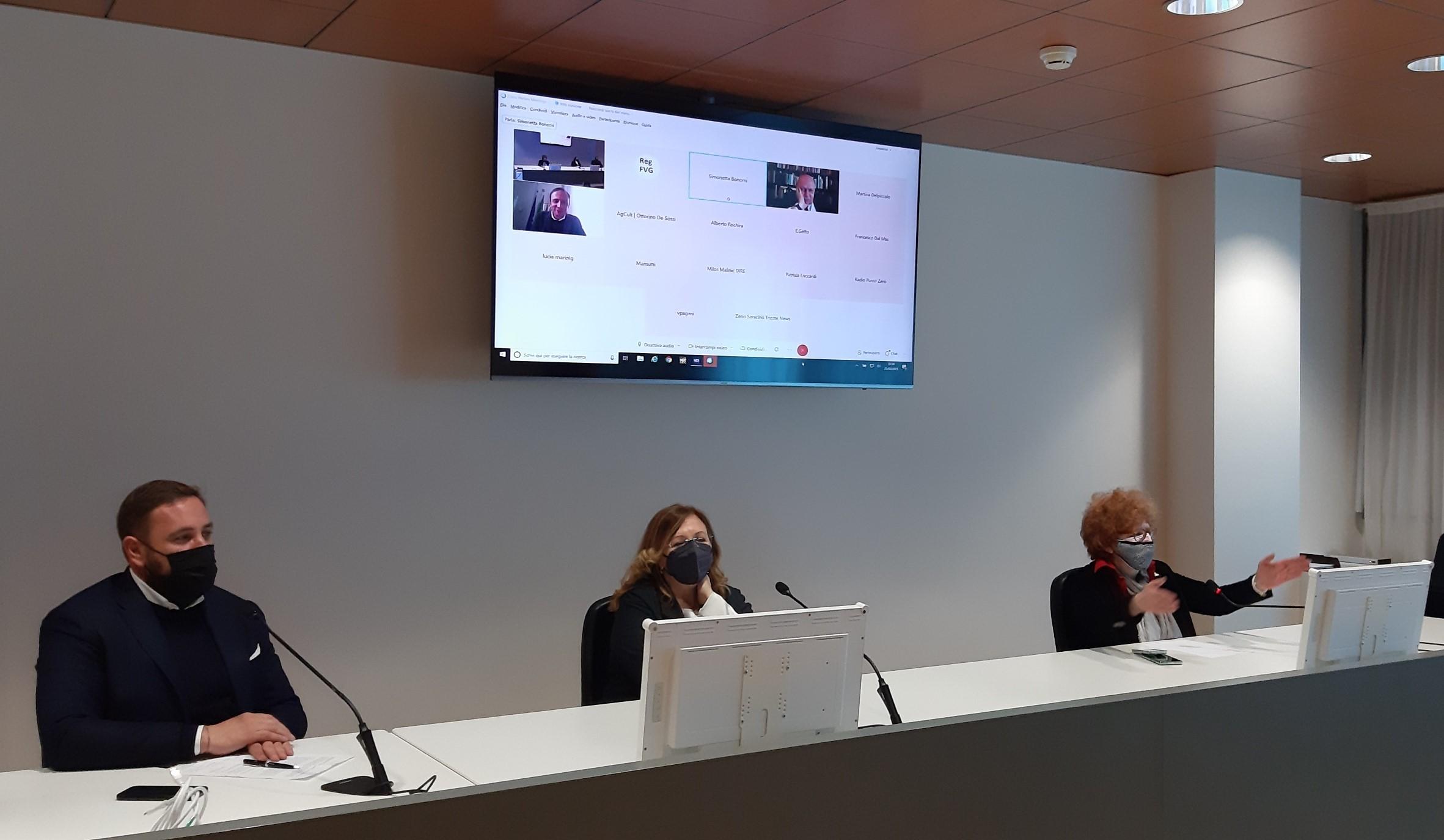 Il governatore Fedriga e il Segretario regionale del MiC Fvg Cassanelli in collegamento durante la sottoscrizione dell'accordo (ph. Regione FVG)