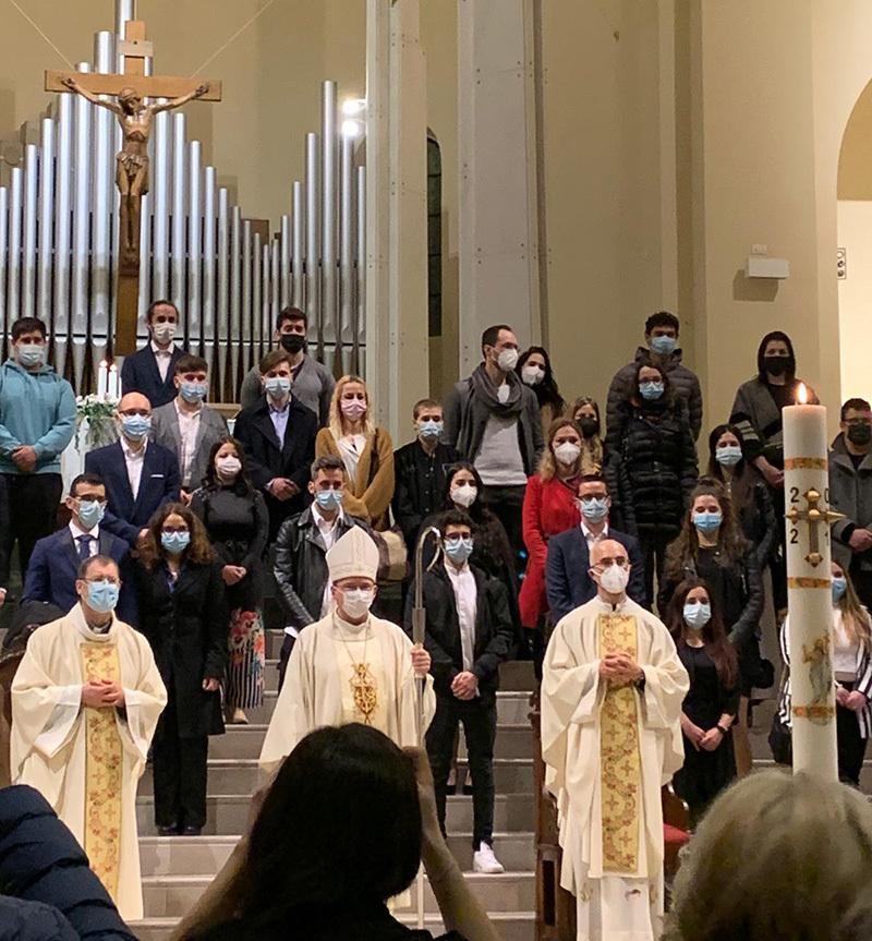 Un momento della celebrazione di Monfalcone presieduta dall'arcivescovo Redaelli
