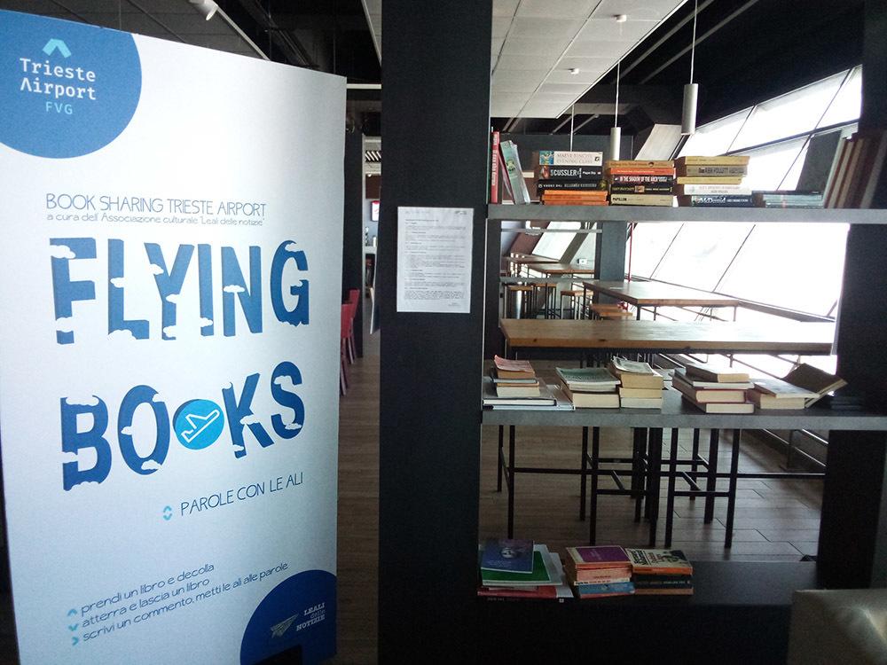 L'angolo dei libri allestito a Trieste Airport